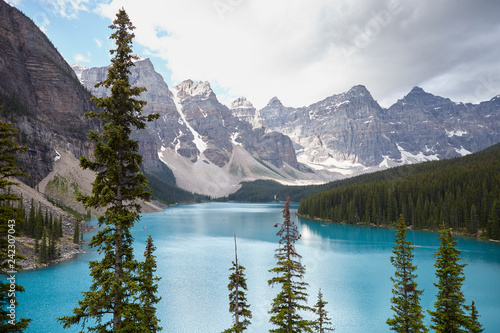 Foto auf Leinwand Lavendel Beautiful Lake In Alaska Surrounded By Mountains And Forests