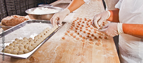 Photo  female hands cook manually dumplings with meat