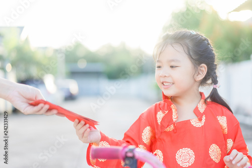 54b46224653c 4 years old asian chinese child girl receive money from her mother.Happy Little  asian
