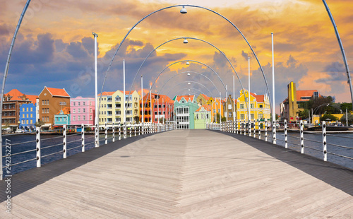 Foto op Plexiglas Caraïben Floating pantoon bridge in Willemstad, Curacao, evening time