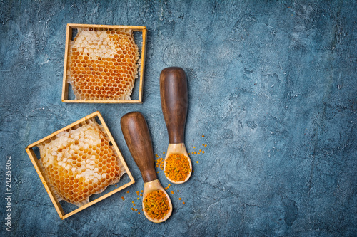 Natural product honeycomb and bee pollen as organic ingredient for healthy nutrition