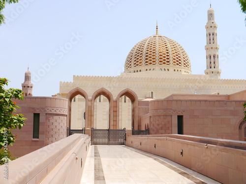 Fototapeta  outside scene of the Sultan Qaboos Grand Mosque, arab architecture masterpiece,