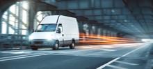 Kleintransporter Während Der Fahrt Als Panorama