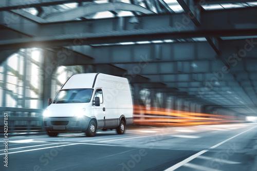 Kleintransporter während der Fahrt