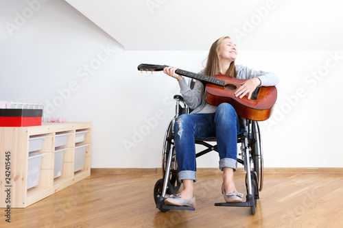 Valokuva  Handicapped woman learning play the guitar.