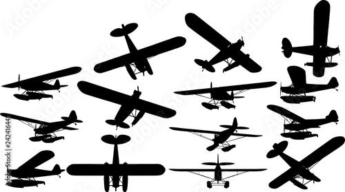 小型プロペラ飛行機のシルエット Wallpaper Mural