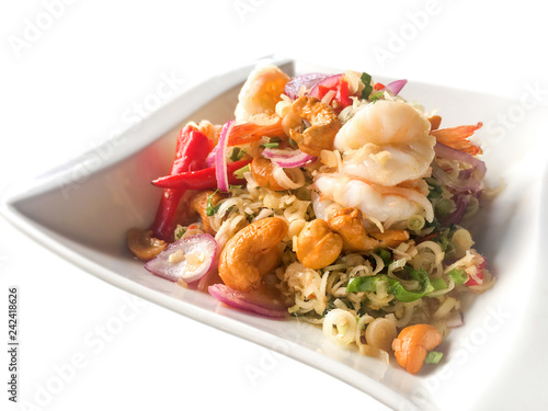 Spicy lemongrass salad with prawns and cashew nuts