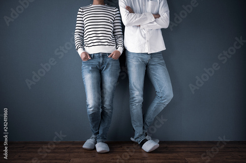 Fotografie, Obraz  カジュアルな服装の男女
