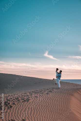 Keuken foto achterwand Marokko couple walking sand dunes Maspalomas Gran Canaria