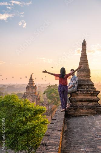 Obraz na plátně couple Bagan Myanmar watching sunrise old historical temple pagoda Myanmar Bagan