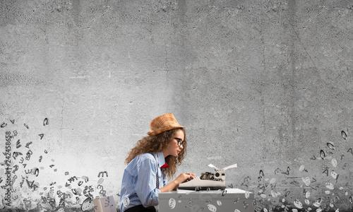 Fotografía  Creative inspiration of young female writer.
