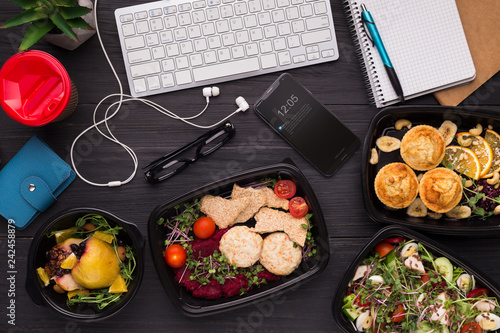 Fotografía  Take away meals assortment at workplace top view