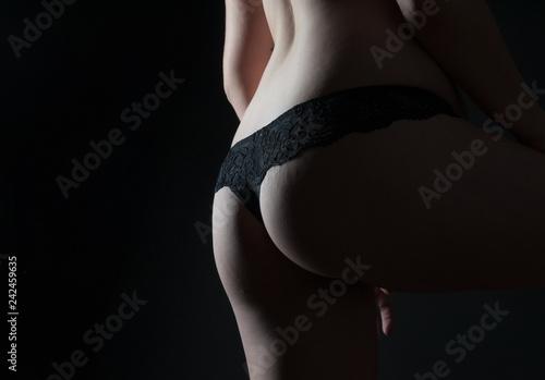 Zdjęcie XXL kobieta w bieliźnie z powrotem i tyłek młody normalnie zbudowany