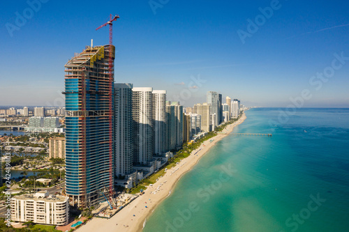 Spoed Foto op Canvas Centraal-Amerika Landen Aerial shot of the Ritz Carlton Residences Miami Sunny Isles Beach
