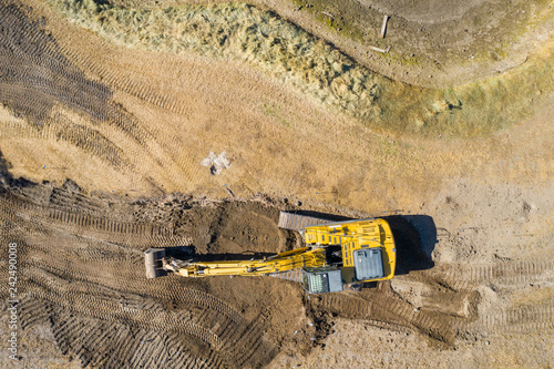 Spoed Foto op Canvas Centraal-Amerika Landen Aerial overhead shot of an excavator at a construction site with dirt