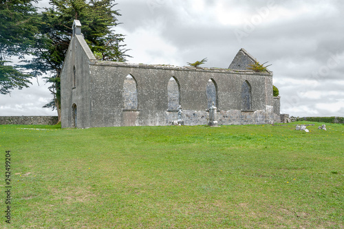 Valokuva  rundown church in Connemara