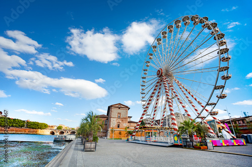Fotomural  Panoramic wheel on the embankment of Garonne river