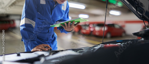 Fotografia car service, repair, maintenance concept - Asian auto mechanic man or Smith writ