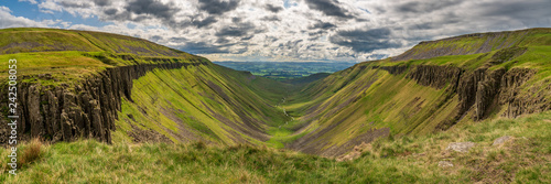 Foto  North Pennines landscape at the High Cup Nick in Cumbria, England, UK