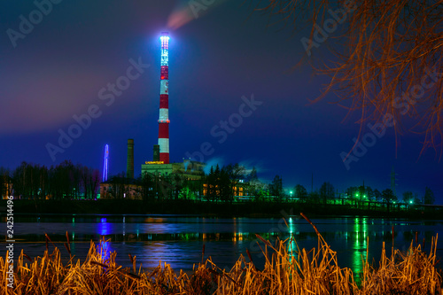 Tuinposter Poort Power station at night.