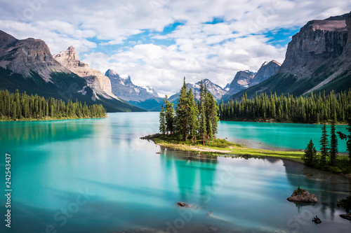 Spoed Foto op Canvas Canada Spirit Island at Maligne Lake in Jasper National Park, Alberta, Canada.