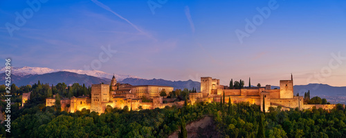 Photo Alhambra sunset in Granada of Spain