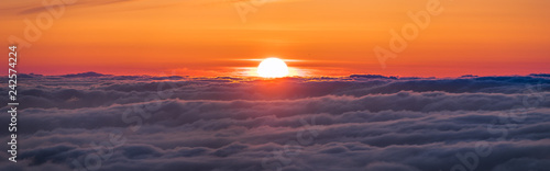 Panoramic view of a fiery sunset over a sea of clouds covering San Francisco bay Canvas-taulu