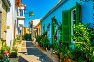 uska ulica u stambenom području Nikozije na Cipru