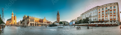obraz PCV Krakow, Poland. Landmarks On Old Town Square In Summer Evening.