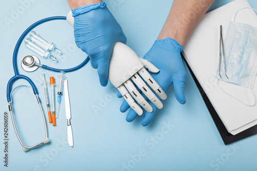 Fotografia  Rehabilitation of disabled in hospital. Prosthetic arm.