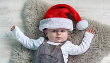 Glückliches Baby Mit Weihnachtsmütze