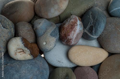 Photo sur Plexiglas Zen pierres a sable Single stone pebble isolated