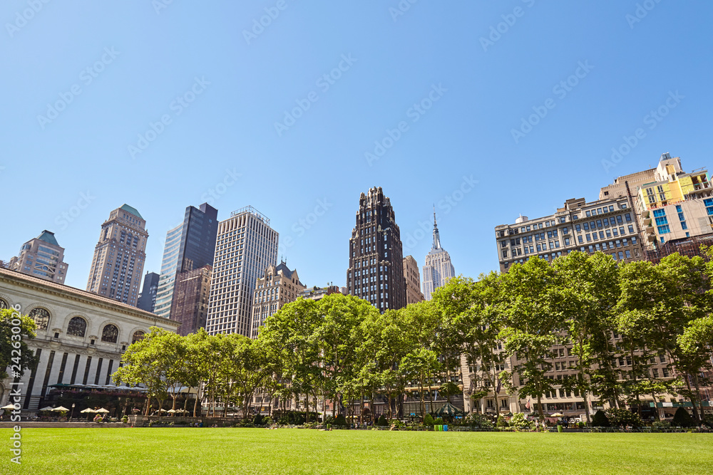 Fototapety, obrazy: New York City skyline on a sunny summer day seen from the Bryant Park, USA.
