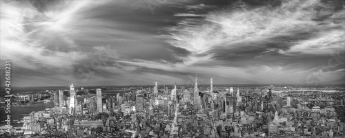 Photo Stands New York Amazing night lights of Midtown Manhattan, aerial view of New York City