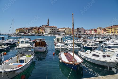 Foto auf AluDibond Schiff Urlaubsort Rovinj auf Istrien / Kroatien