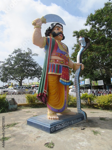 Mahishasura-Statue am Chamundi Hill in Mysore / Südinidien