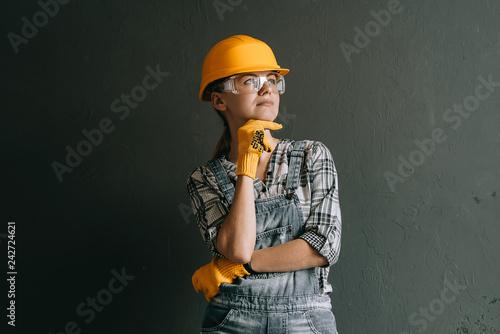 Fotografia  woman worker in hard hat