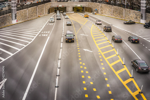 Fotografia  New York City tunnel with vehicles in multiple lanes