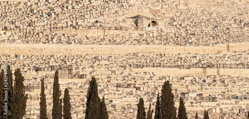 Fotografía Panoramic view of Ancient Jewish cemetery on the Mount of olives in Jerusalem