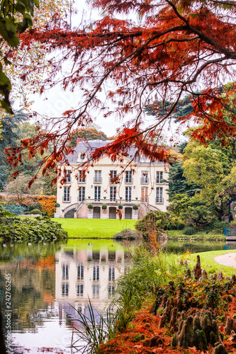 Cadres-photo bureau Paris Autumn collored trees in front of a beautiful house