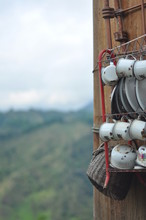 Vajilla Antigua De Metal En Zona Rural