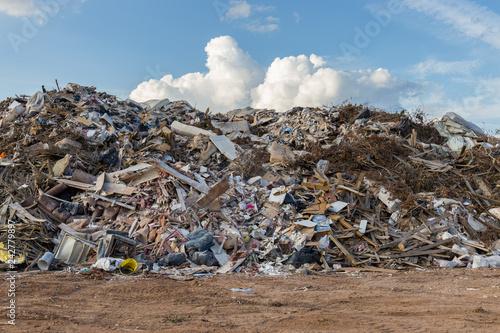 Fotografía  Three-story-high storm debris piles following devastating hurricane season