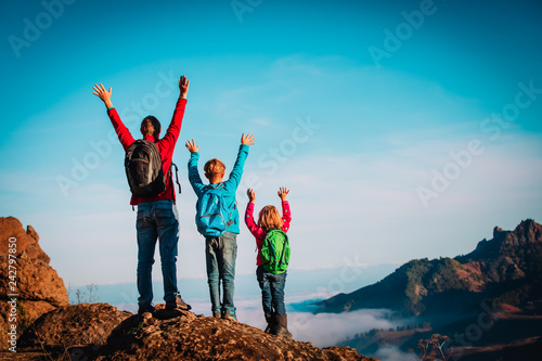 Fotografía  happy father and kids enjoy travel hiking in mountains