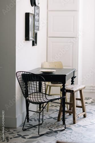 Intérieur table et chaises cuisine