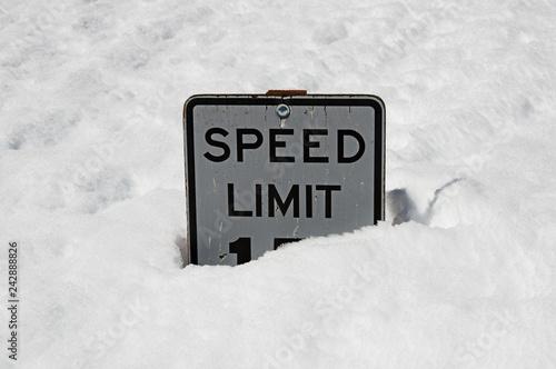 Fotografía  Speed Limit Sign Buried In Deep Snow