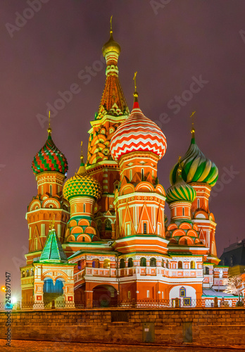 Fotografía  St. Basil's Cathedral in Moscow at night. Russia