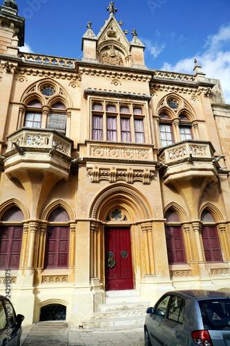 Foto  historische Altstadt  Mdina- Haus mit aussergewöhnlicher Fassade