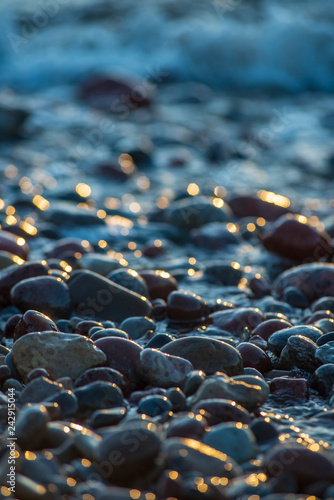 Pinturas sobre lienzo  abstract details of rocky beach pebbles in sunset by the sea