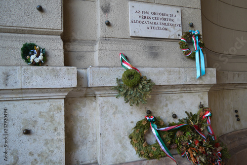 Fényképezés  Hungarian Revolution of 1956 Memorial in front of Hungarian Parliament Building in Budapest on December 29, 2017