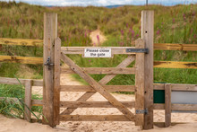 Sign: Please Close The Gate, S...